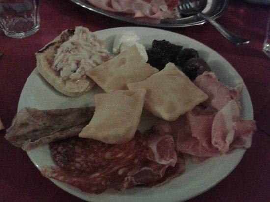Taverna Dei Servi : Tigelle e gnocco fritto a volonta'
