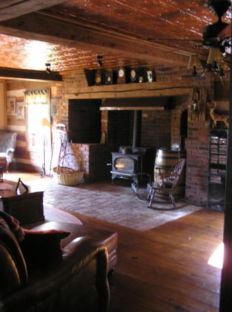Saltbox Inn: Great Room