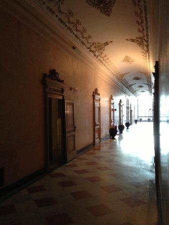 Villa Reale : corridoio piani nobili