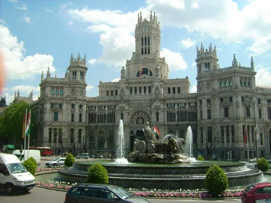 Plaza cibeles edificio de correos picture of palacio for Correo real madrid