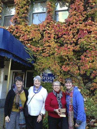 Sylvia Hotel : Our Mah Jongg group at the Sylvia
