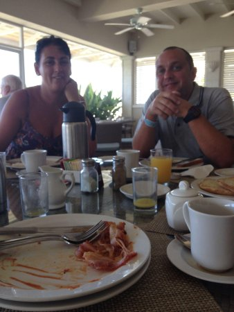 Savannah Beach Hotel: Breakfast in Rachel's! Wonderful service from staff and great food!