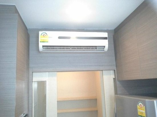 39 Boulevard Executive Residence Hotel: air con in kitchen