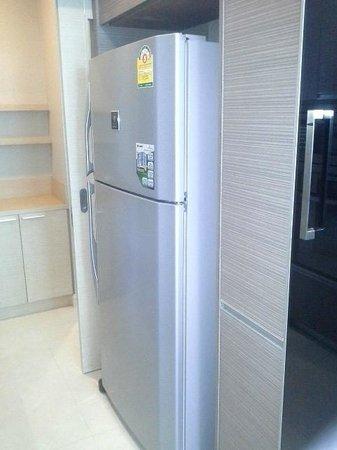 39 Boulevard Executive Residence Hotel: fridge