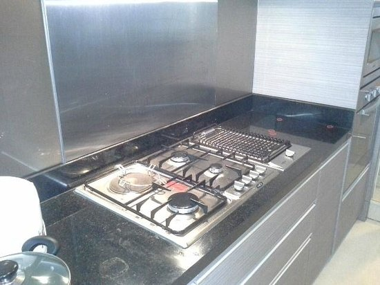 39 Boulevard Executive Residence Hotel: cooktops