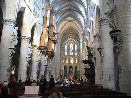 Cathédrale Saints-Michel-et-Gudule de Bruxelles : Interior catedral San Miguel