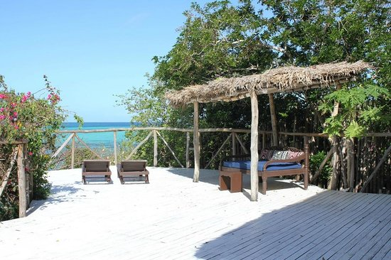 Navutu Stars Fiji Hotel & Resort : Grand Bure deck