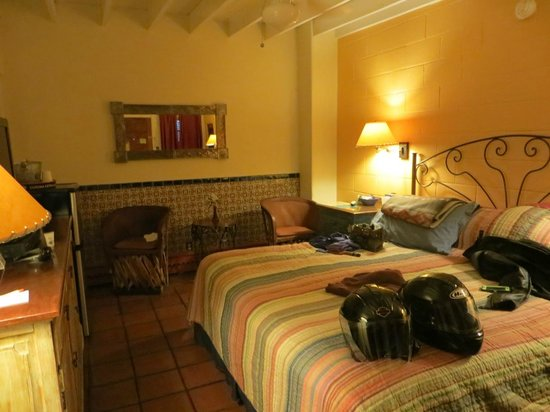 Santa Fe Motel & Inn: Room #2 -View from door - bath to the left.  Bed = comfy