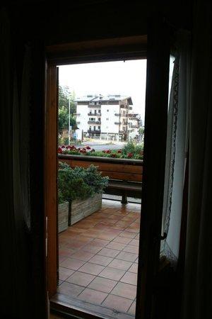 Hotel Natale : our geranium draped balcony