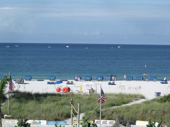 Howard Johnson Resort Hotel - St. Pete Beach : View from our room.
