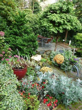 Hotel van Walsum : Beautiful garden at rear of hotel