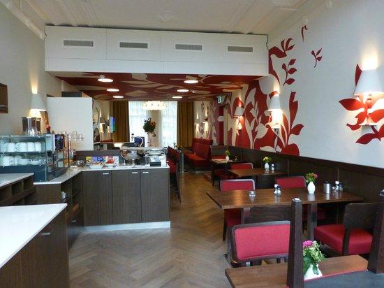 Hotel van Walsum: Reception, bar and breakfast/sitting area