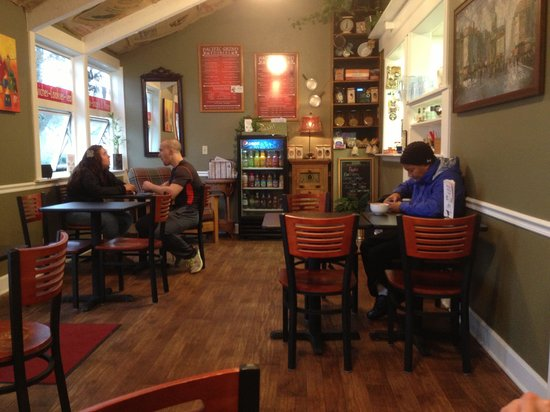 Pacific Grind Cafe : This is more a small deli than a cafe, no waiting on tables here.