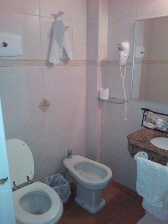 Hotel Bravamar: El baño,