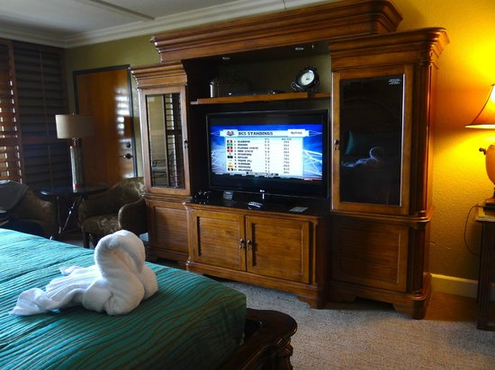 Pacific Terrace Hotel: TV area in room 309