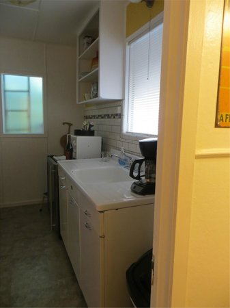 The Motor Lodge: Room #8 - Kitchen area