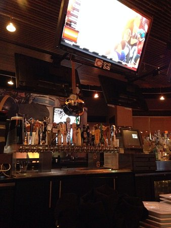 Jerome Bettis' Grille 36 : Good sports bar - lots of TVs and music during the ad breaks.