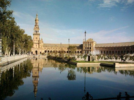 Novotel Sevilla Marqués del Nervion: Plaza de Espanah - maravilhosa!