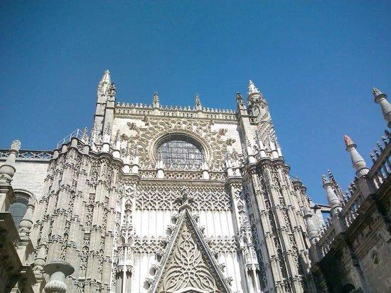 Novotel Sevilla Marqués del Nervion: Catedral de Sevilha - linda!