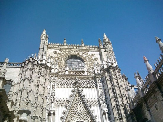 Hotel Novotel Sevilla: Catedral de Sevilha - linda!