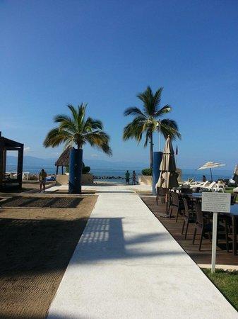 The Westin Resort & Spa Puerto Vallarta: Camino a la playa