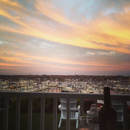 Inn at Harbor Hill Marina: Picture Perfect