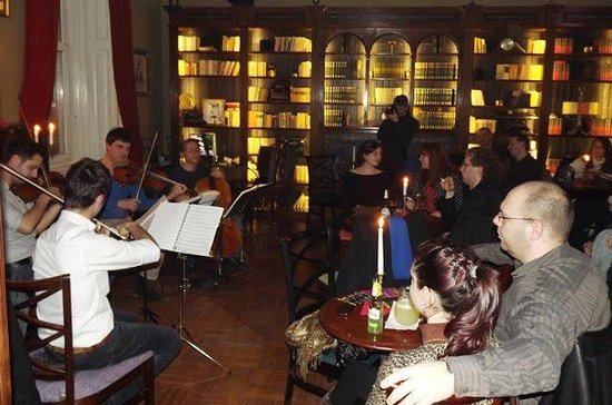 Janis Cultural Cafe: Live music