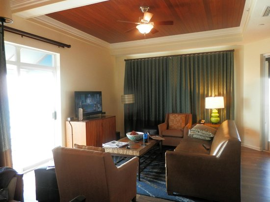 Wyndham Oceanside Pier Resort: Living room