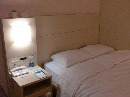 RIHGA Royal Hotel Osaka : シングルだけどダブルベッドでした