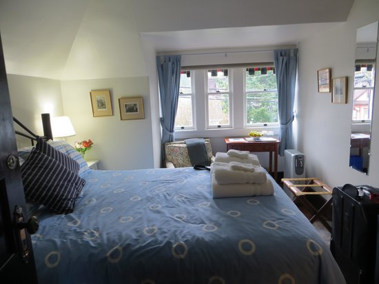 John Lewis House B&B: The Blue Bedroom