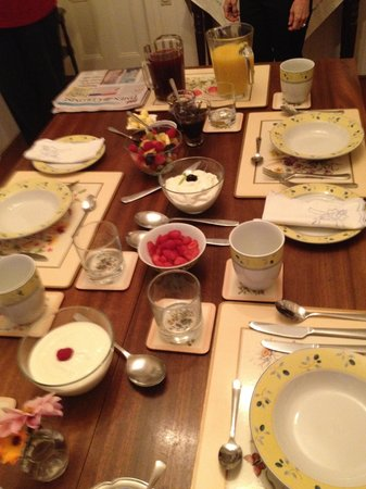 John Lewis House B&B: Breakfast (before the awesome crepes were brought out!)