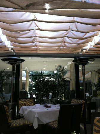 Luxe Sunset Boulevard Hotel : Dining at the Luxe