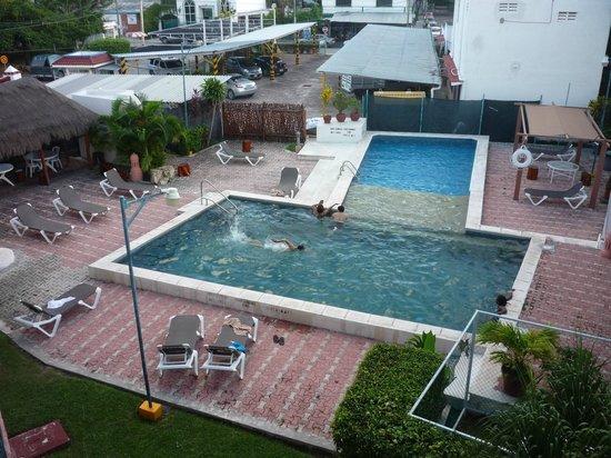 Kin Mayab: Hotel pool