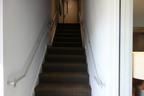 Inns Of Virginia Arlington: Stairs