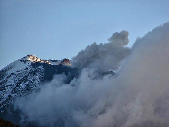 Tungurahua: zoom lens