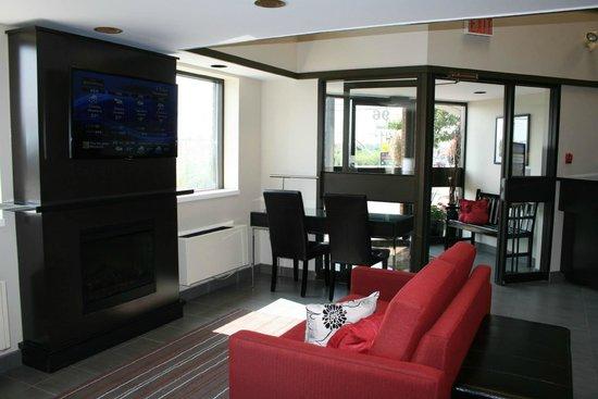 Comfort Inn : New Modern Lobby