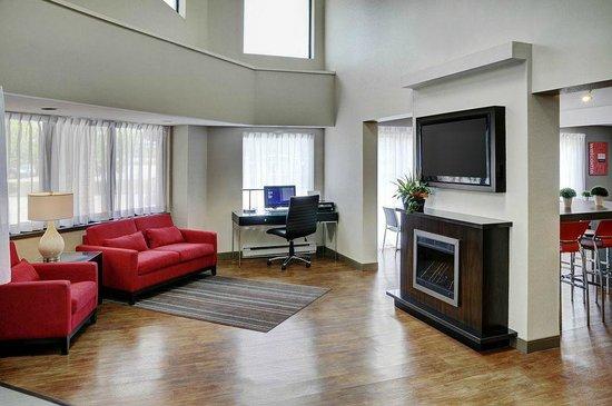 Comfort Inn: Enjoy the fireplace!