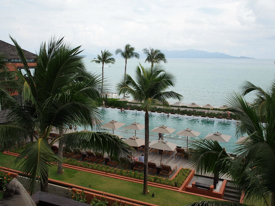 Hansar Samui Resort: View of the pool area from my room.