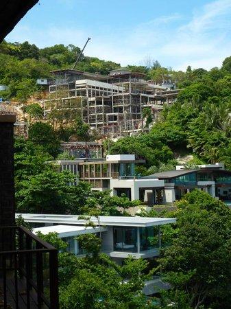 Paresa Resort Phuket : Major construction right aside of the resort!