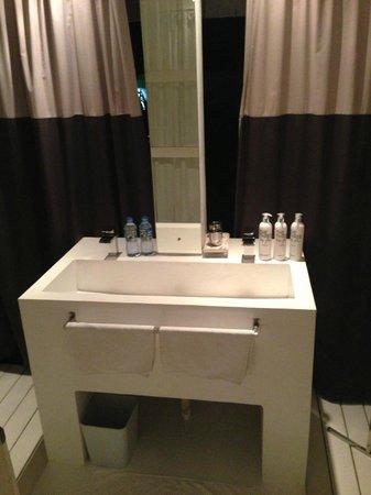 W15 Escape: Outdoor bathroom