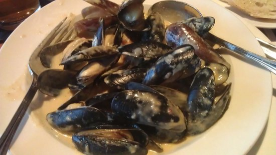 Front Street Grill: Coconut Green Curry Mussels