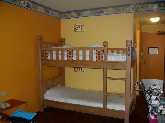 Litera de la habitaci n picture of disney 39 s hotel santa for Habitacion familiar disneyland paris