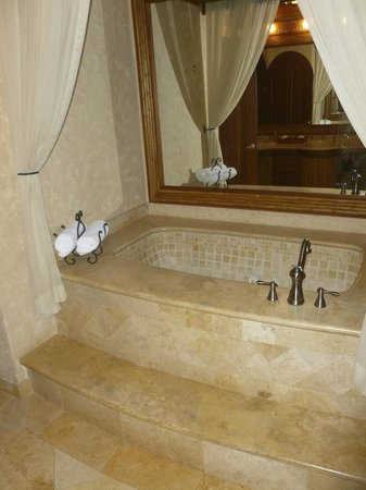 The Springs Resort and Spa: bath