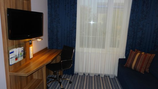 Holiday Inn Express Dresden City Centre: More of room