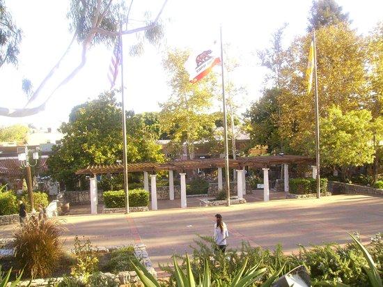 Mission Plaza: Plaza