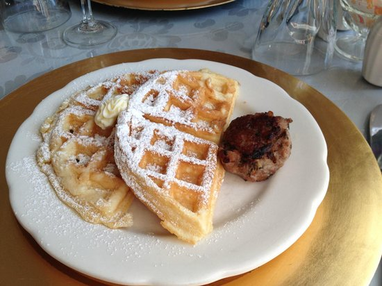 Buttonwood Inn on Mount Surprise: Yeast Waffles and home-made delicious patty!