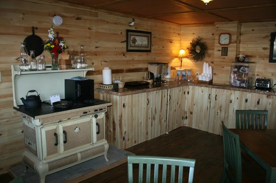 Vacationland Inn: Breakfast Room
