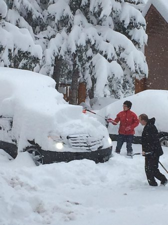 Overlander Mountain Lodge: Jon helping clear the snow away