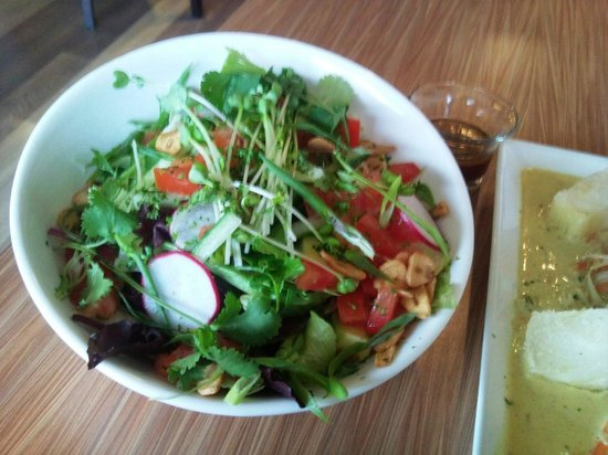 Bamboo Beach Fusion Grille: Magnificent salad