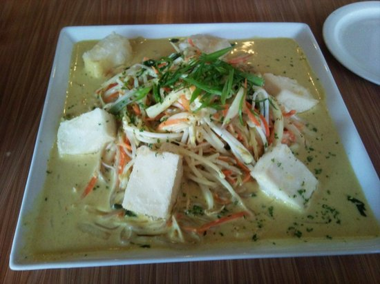 Bamboo Beach Fusion Grille: curry soba with tofu - nice!